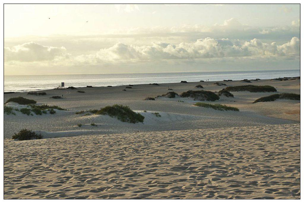 Feinsandiger Strand und der Atlantik in Sichtweite - was will man mehr?