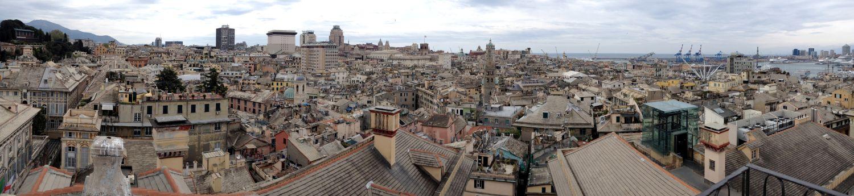 Über den Dächern Genuas - Ausblick von der Dachterrasse des Palazzo Rosso
