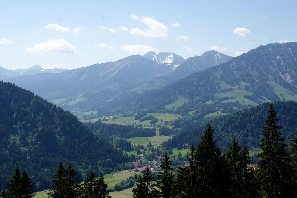 Ausblick auf die benachbarten Berge