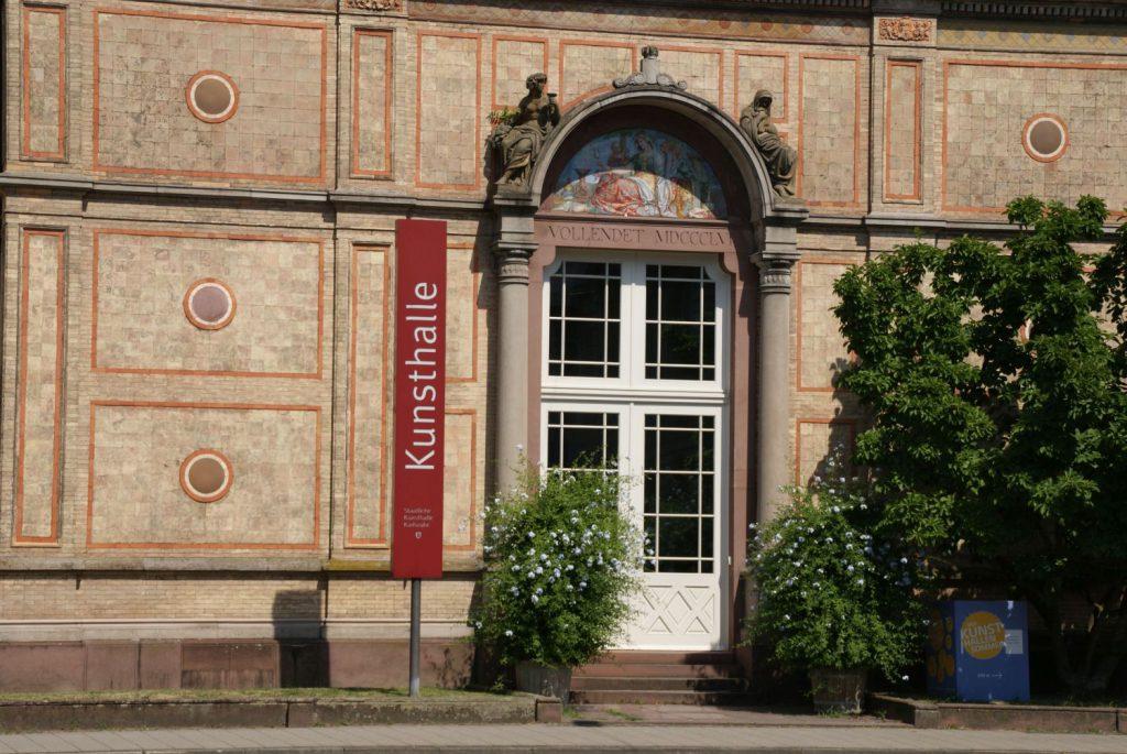 Nur ein paar Meter neben dem Botanischen Garten befindet sich die Kunsthalle Karlsruhe.