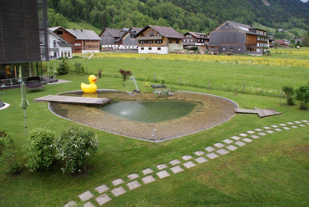 Hier ist sogar der Teich in Herzform.....