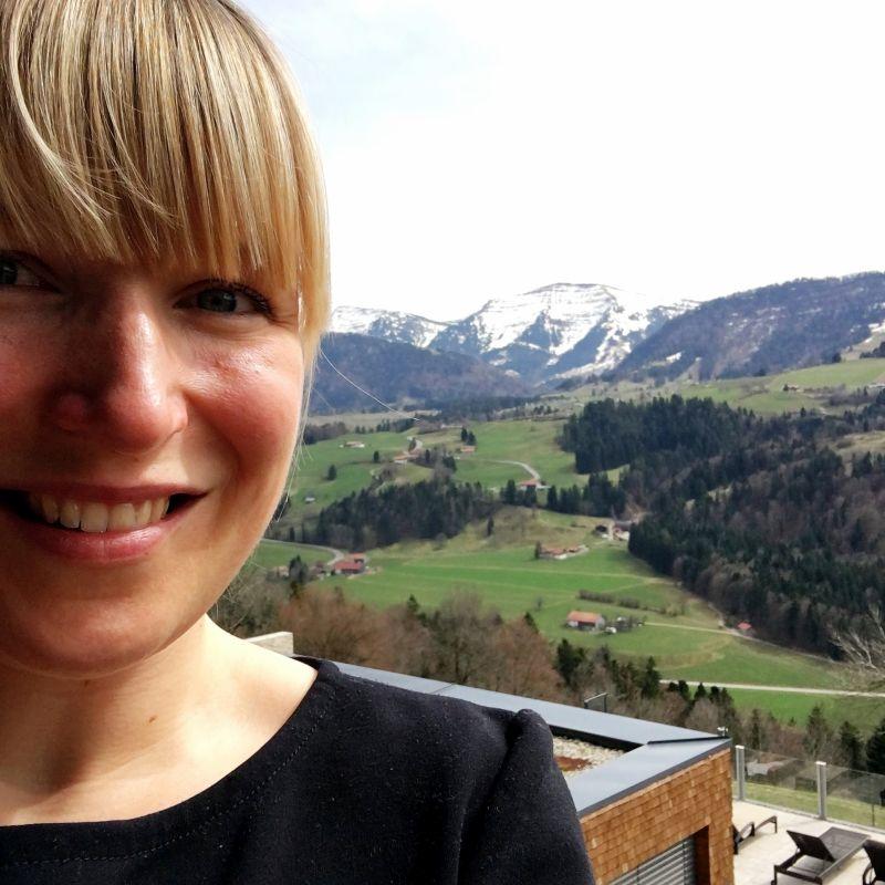 Eine Reise zu mir selbst - Ausblick auf die Bergkette von meinem Zimmerbalkon