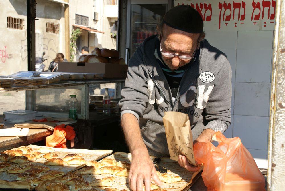 Auf dem Karmel Market könnt ihr euch durch die köstlichsten Leckereien der israelischen Küche durchprobieren